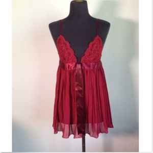 VICTORIA'S SECRET sz M red pleated lace nighty